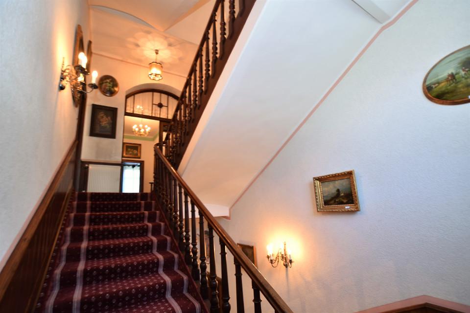 Stiegenaufgang im Erzherzog Johann Stil