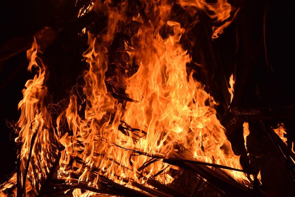 Feuerrituale des Schamanismus oder auch Feuerlaufen sind willkommene Seminare im Glögglhof