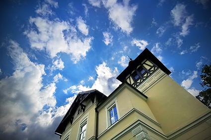 Altes Gebäude mit historischem Hintergrund seit Erzherzog Johann
