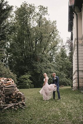 Traumhafte Kulisse für Hochzeitsfotos im Grünen.