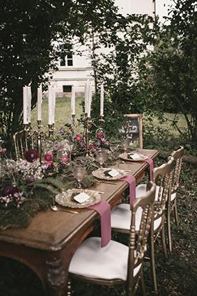 Hochzeitstafel im Wald
