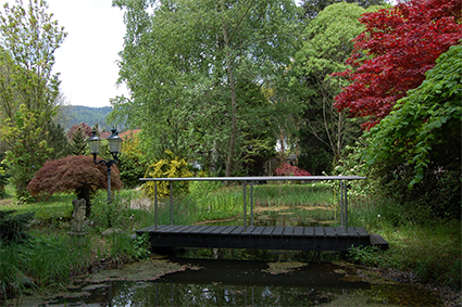 Der Teich mit Brücke ist ein guter Platz um abzuschalten.