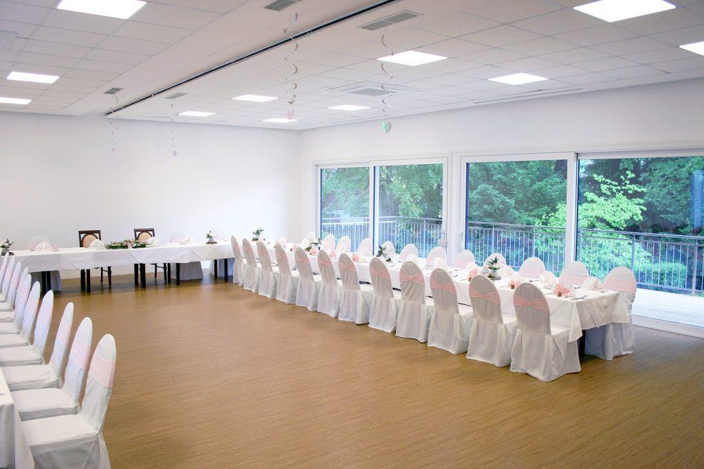 Unser Festsaal gestellt für eine Hochzeitsfeier